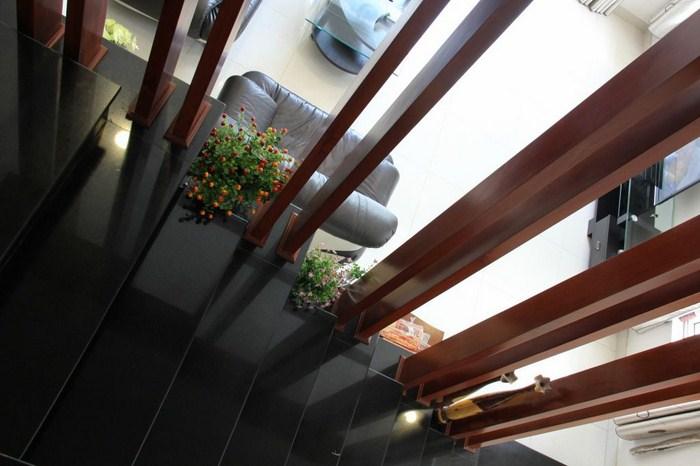 nhà phố 3 tầng sân thượng
