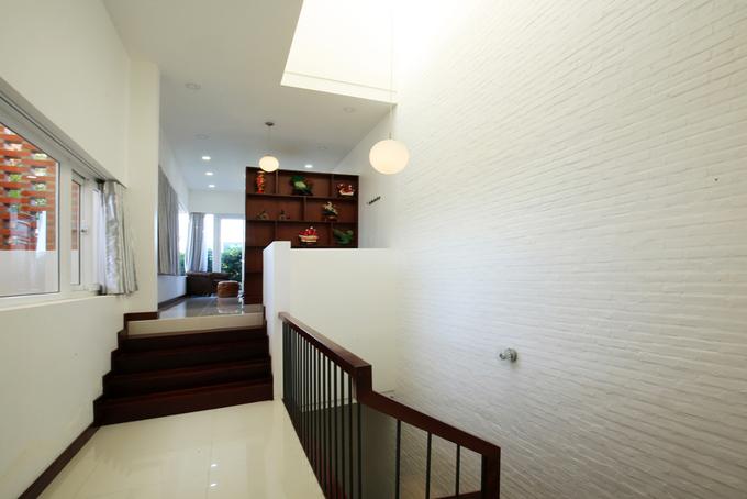 không gian nhà 2 tầng đẹp thoáng mát
