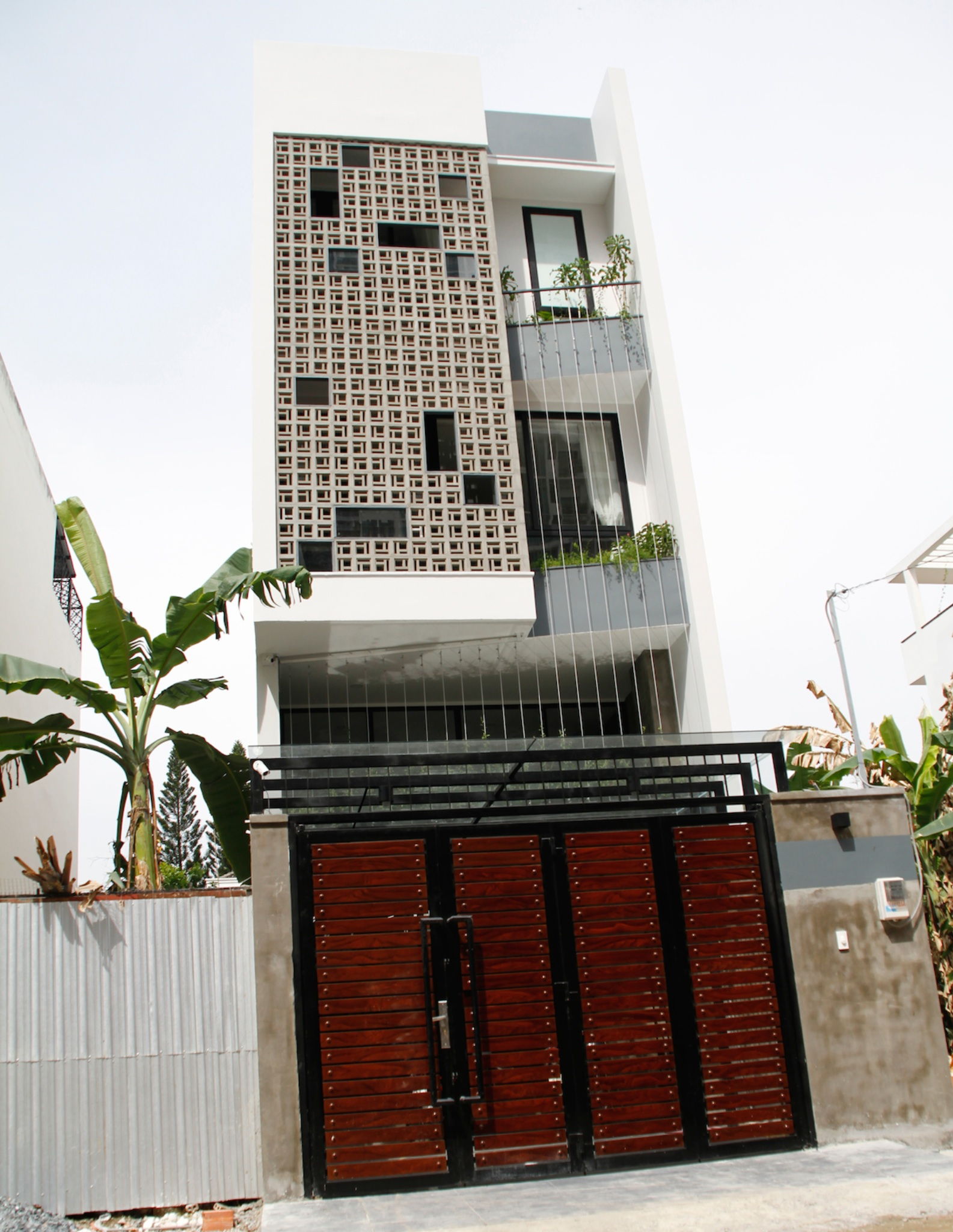 nhà phố 3 tầng rộng rãi thoáng mát