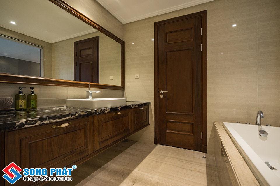 Phòng tắm riêng hiện đại.