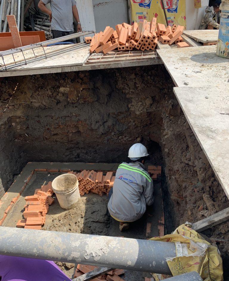 Gạch đinh gia cố khi xây nhà phần thô trong năm 2021.