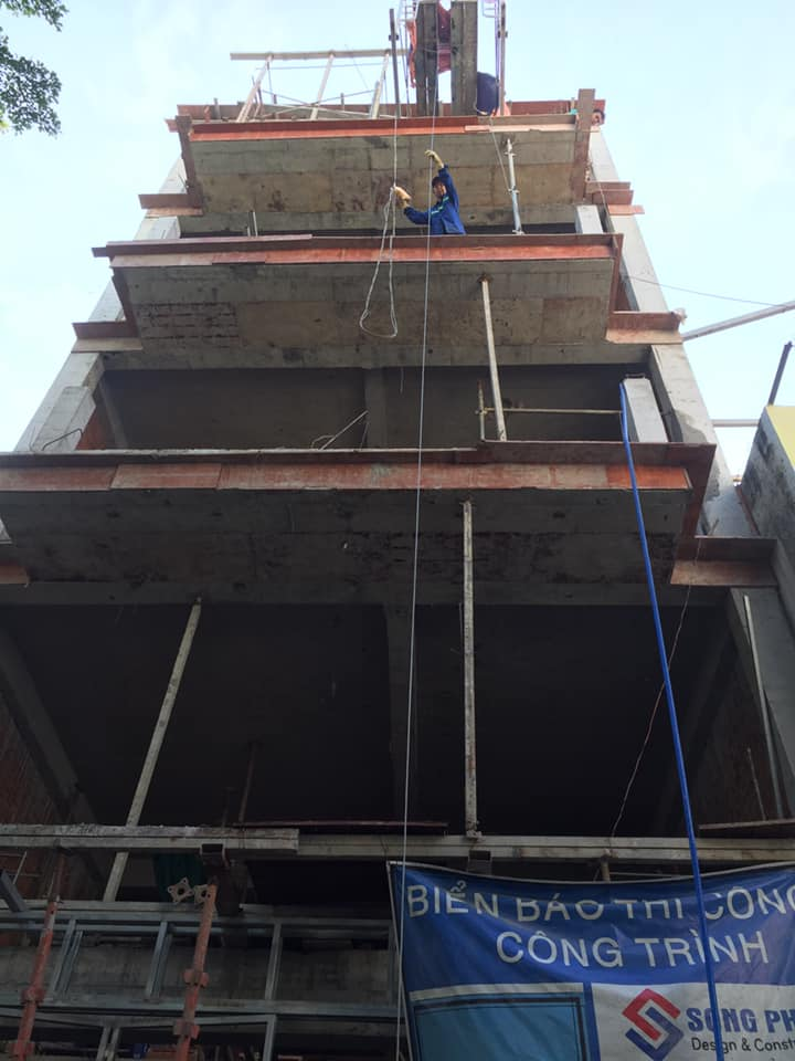 Hoàn thành xây thô nhà 1 trệt 1 lửng 2 lầu sân thượng tân cổ điển