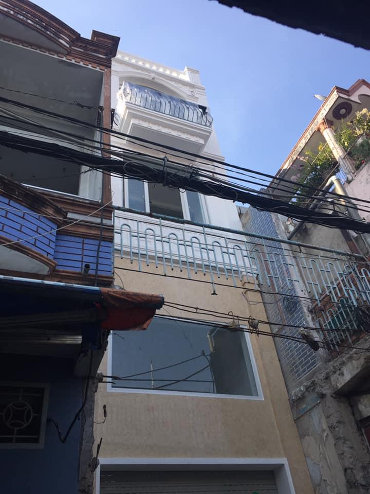 Nhà trệt lửng 2 lầu sân thượng tân cổ điển.